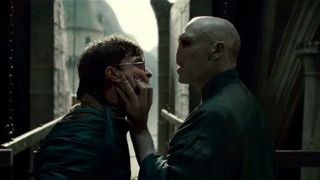 Harry Potter og Voldemort braker sammen. (Foto: Sandrew Metronome)