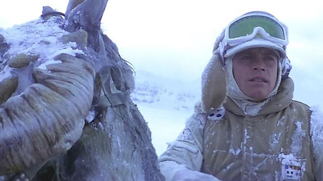 En mann og hans tauntaun i Star Wars episode V: Imperiet slår tilbake (Foto: Lucasfilm).