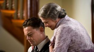 Leonardo DiCaprio og Judi Dench i J. Edgar (Foto: SF Norge).