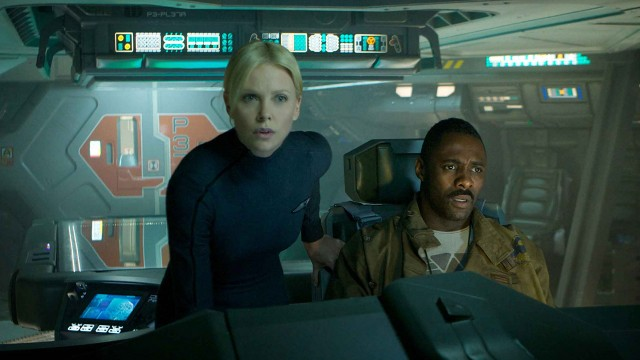 Charlize Theron og Idris Elba i Prometheus (Foto: 20th Century Fox).