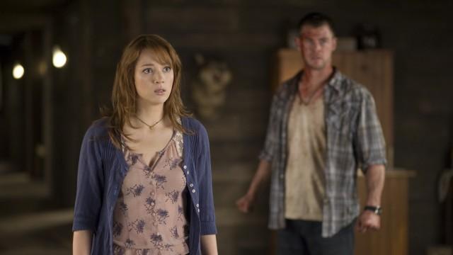 Kristen Connolly og Chris Hemsworth i The Cabin in the Woods (Foto: Norsk Filmdistribusjon).