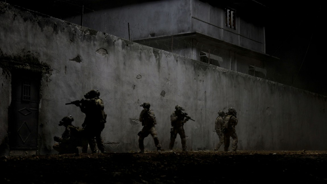 Navy SEAL-soldater jager Bin Laden i «Zero Dark Thirty». (Foto: United International Pictures).