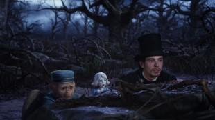 Finley, porselensjenta og Oscar (James Franco) i Oz: The Great and Powerful (Foto: The Walt Disney Company Nordic).