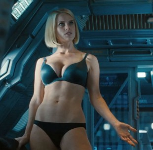 Alice Eve i Star Trek Into Darkness. (Foto: United International Pictures)
