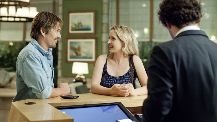 Jesse (Ethan Hawke) og Celine (Julie Delpy) sjekker inn på hotell i Før midnatt (Foto: Norsk Filmdistribusjon).