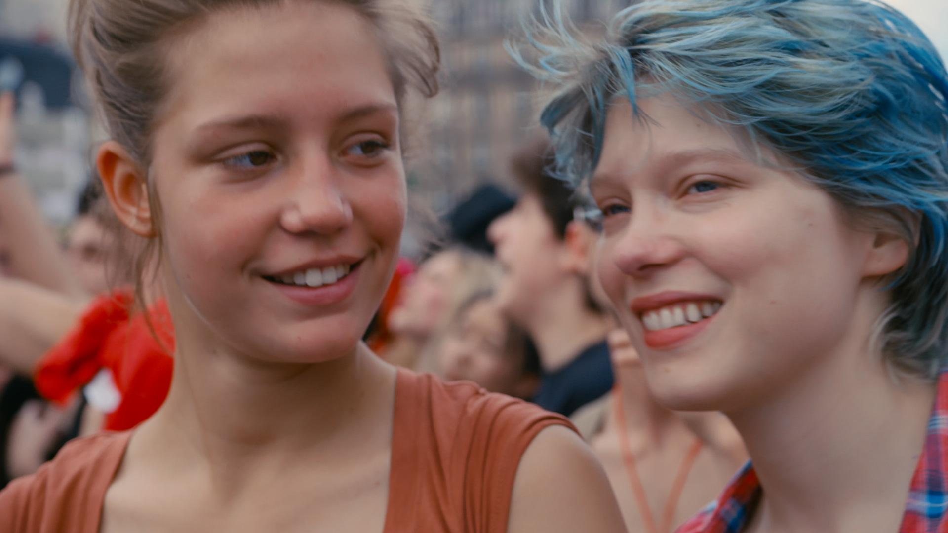 cf62bfe8 Adèle Exarchopoulos (Adele) og Léa Seydoux (Emma) spiller imponerende  hovedroller i Blå