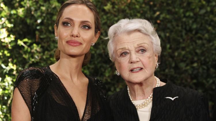 Den yngste og den eldste: Angelina Jolie og Angela Lansbury vant begge pris under Governors Awards 2013. (Foto:  REUTERS/Fred Prouser, NTB Scanpix).