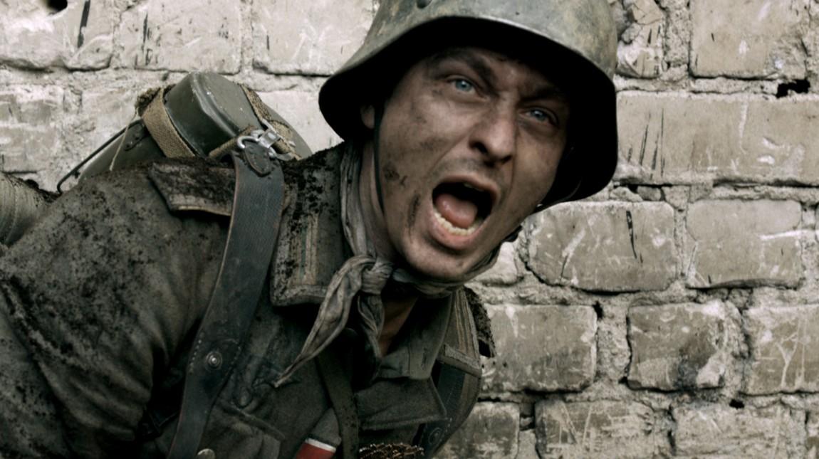 Friedhelm Winter (Tom Schilling) havner ved østfronten sammen med sin eldre bror. Han er fullstendig uforberedt på krigens helvete. (Foto : ZDF/Beta Film)