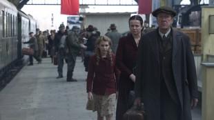 Sophie Nélisse, Emily Watson og Geoffrey Rush i Boktyven (Foto: Twentieth Century Fox Film Corporation).