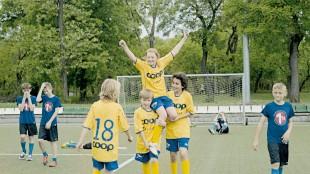 En fotballcup er et viktig mål for barna i Kule kidz gråter ikke (Foto: SF Norge AS/Cinenord).