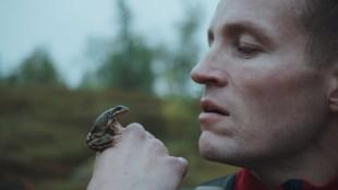Ole Giæver er både regissør, manusforfatter og skuespiller i Mot naturen (Foto: Mer Film).