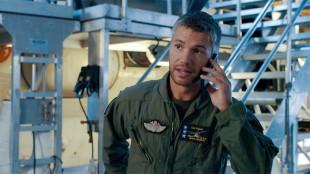 Nicolai Cleve Broch spiller pilot og far i Operasjon Arktis (Foto: Filmkameratene/Nordisk Film Distribusjon AS).