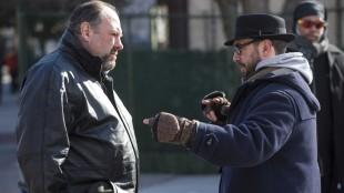 James Gandolfini får instrukser fra regissør Michaël R. Roskam under innspillingen av «The Drop» (Foto: Tour de Force).