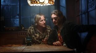"Coy Harlingen (Owen Wilson) og ""Doc"" Sportello (Joaquin Phoenix) i Inherent Vice (Foto: SF Norge AS/Warner)."