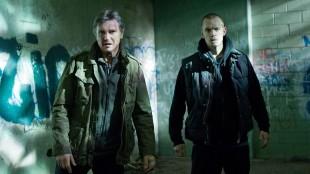 Liam Neeson og Joel Kinnaman spiller far og sønn i Run All Night (Foto: SF Norge AS).