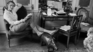 Ingrid Bergman var en verdensborger. Fra Sverige gikk turen til Hollywood, så bodde hun lenge i Italia, før hun flyttet til Frankrike. Her er hun i Paris i 1957. (Foto: Lennart Nilsson / SCANPIX / Another World Entertainment)
