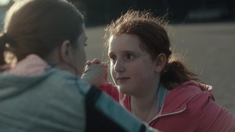Bare Stella (Rebecka Josephson) skjønner hva som er i ferd med å skje med storesøster Katja (Amy Deasismont) i Min lille søster (Foto: Arthaus).