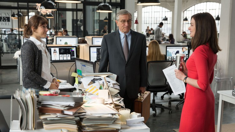 Christina Sherer, Robert De Niro og Anne Hathaway i The Intern (Foto: SF Norge AS).