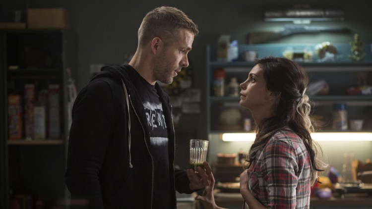 Ryan Reynolds spiller Wade/Deadpool, mens Morena Baccarin spiller kjæresten Vanessa i Deadpool (Foto: 20th Century Fox).