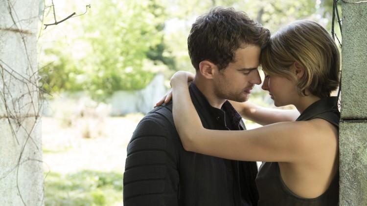 Kjedelig kjærlighet mellom Four (Theo James) og Tris (Shailene Woodley) i The Divergent Series: Allegiant (Foto: Lionsgate).