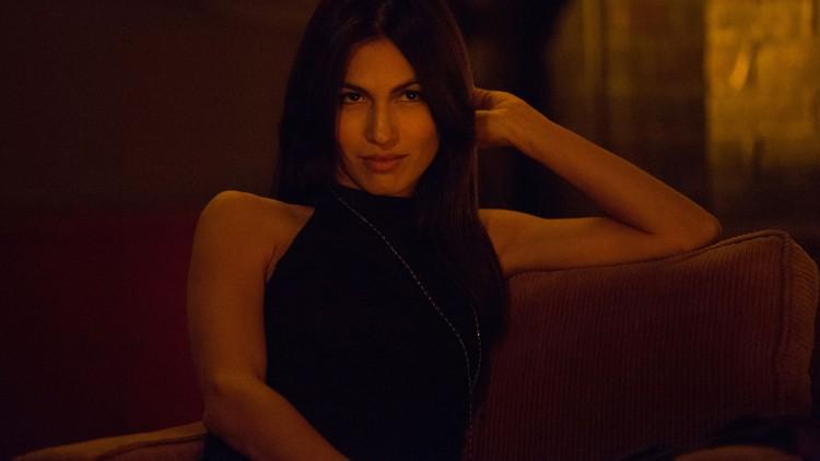 Elodie Yung kler rollen som Elektra godt. (Foto: Patrick Harbron/Netflix).