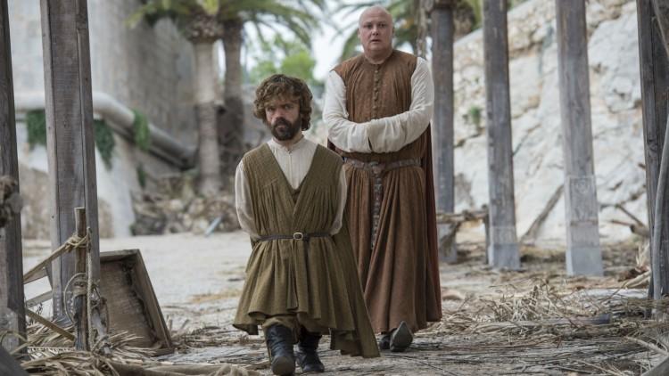 Tyrion og Varys i første episode i sesong seks av Game of Thrones. (Foto: HBO Nordic).