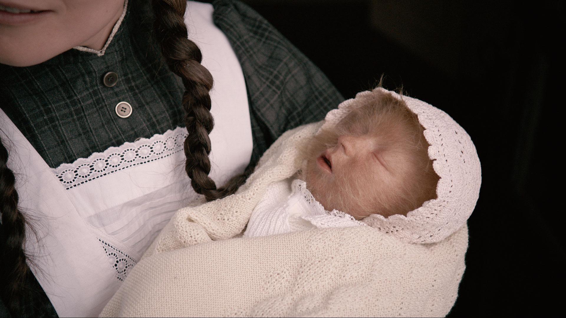 Løvekvinnen som baby. (Foto: Nordisk Film Distribusjon)