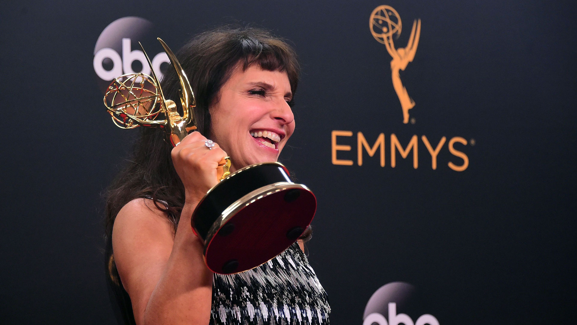 Danske Susanne Bier vant Emmy for sin regi av miniserien The Night Manager. (Foto: NTBScanpix, AFP, Frederic J Brown)