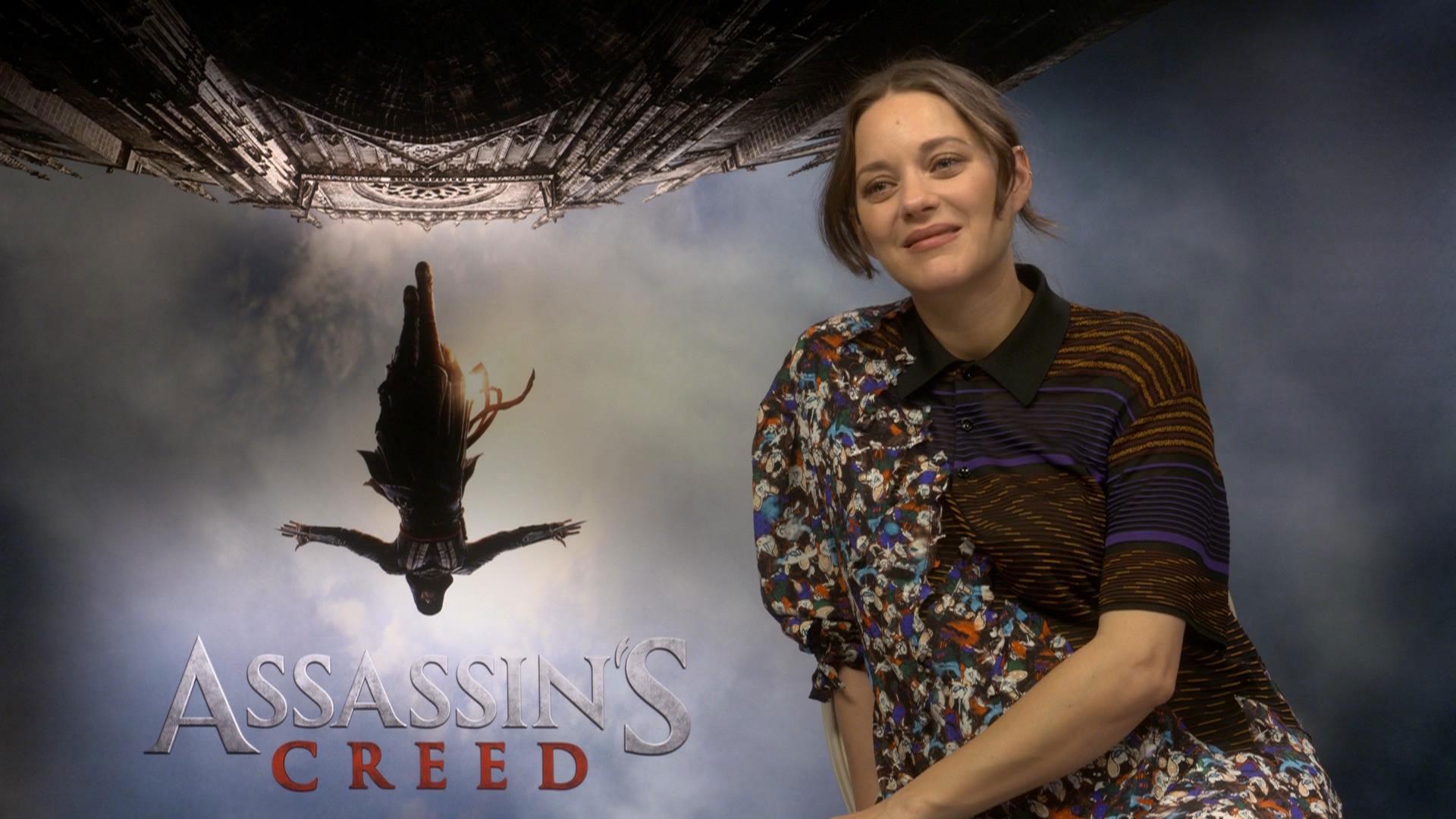Marion Cotillard hadde ikke spilt noen av Assassins Creed-spillene før hun ble med i filmen. (Foto: NRK)