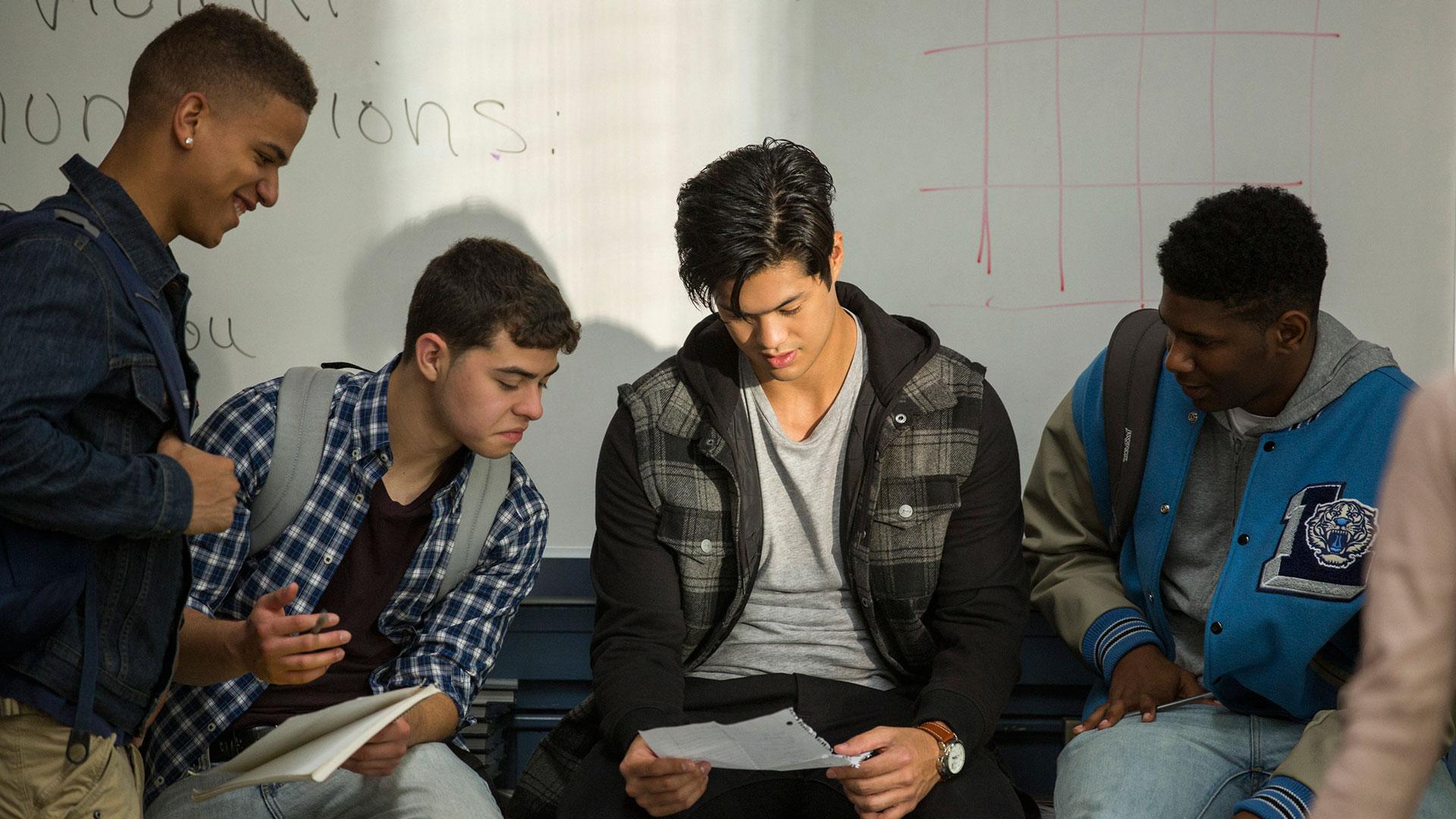 En liste noen gutter på skolen har lagd skaper problemer for Hannah. (Foto: Netflix)