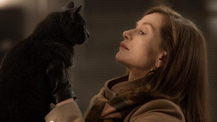 """Michèle (Isabelle Huppert) og katten Marty i """"Elle"""". (Foto: United International Pictures)"""