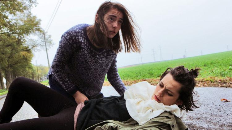 Justine (Garance Marillier) og søsteren Alexia (Ella Rumpf)  har et finstemt samspill i Raw. (Foto: United International Pictures)