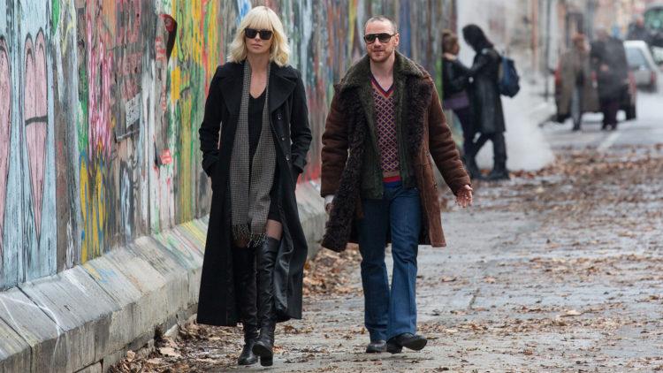 Charlize Theron og James McAvoy i Atomic Blonde. (Foto: United International Pictures).
