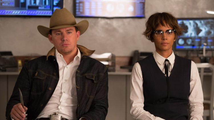 """Tequila (Channing Tatum) og Ginger (Halle Berry) er nye bekjentskaper i """"Kingsman: The Golden Circle"""". (Foto: Twentieth Century Fox)"""