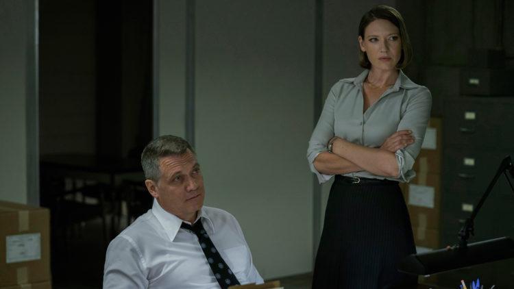 Anna Torv spiller rollefiguren Wendy,  som skal være basert på Dr. Ann Wolbert Burgess – kjent for sin forskning på blant annet sammenhengen mellom barn som blir mishandlet og som gjør alvorlige forbrytelser senere i livet. (Foto: Netflix)