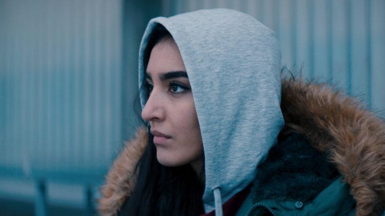 Maria Mozhdah gjør sin skuespillerdebut i langfilmformatet i Hva vil folk si. (Foto: Mer Filmdistribusjon).