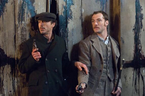 "Robert Downey jr. og Jude Law i ""Sherlock Holmes"". (Foto: Filmweb)"