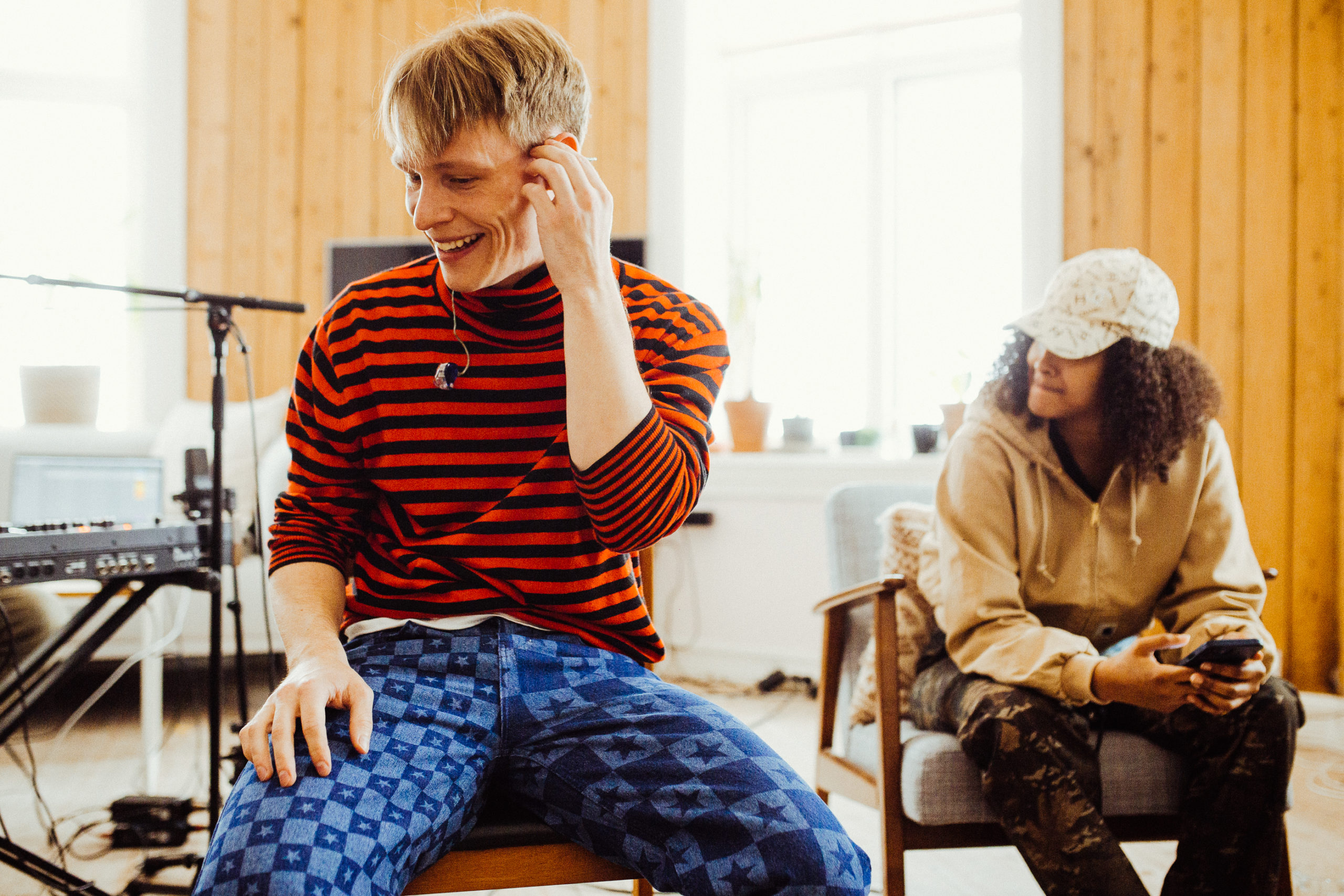"""Sondre Justad og Musti spiller inn """"Sorry"""" hjemme sammen med P3."""